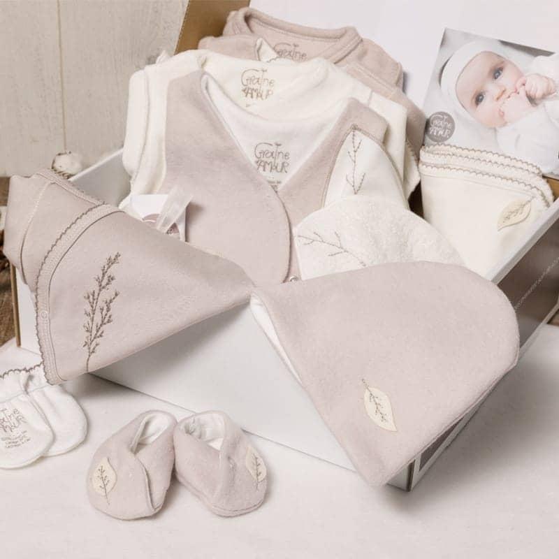 Coffret maternité - 2 Bodys, 2 pyjamas et brassières en coton bio