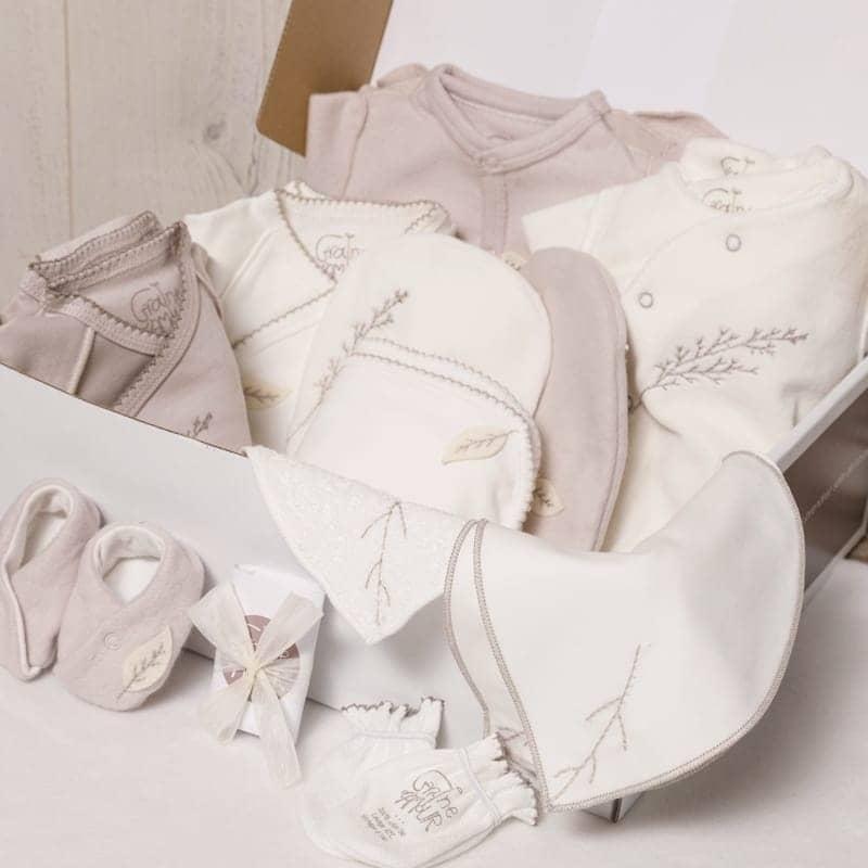 Coffret maternité - 4 bodys, 4 pyjamas et accessoires en coton bio