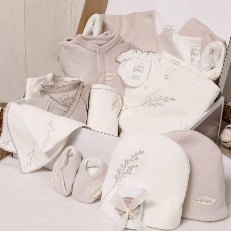 Coffret maternité - 4 bodys, 4 pyjamas et brassières en coton bio